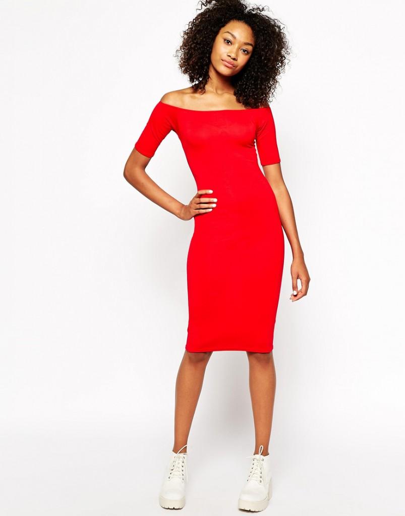Красное платье с кедами