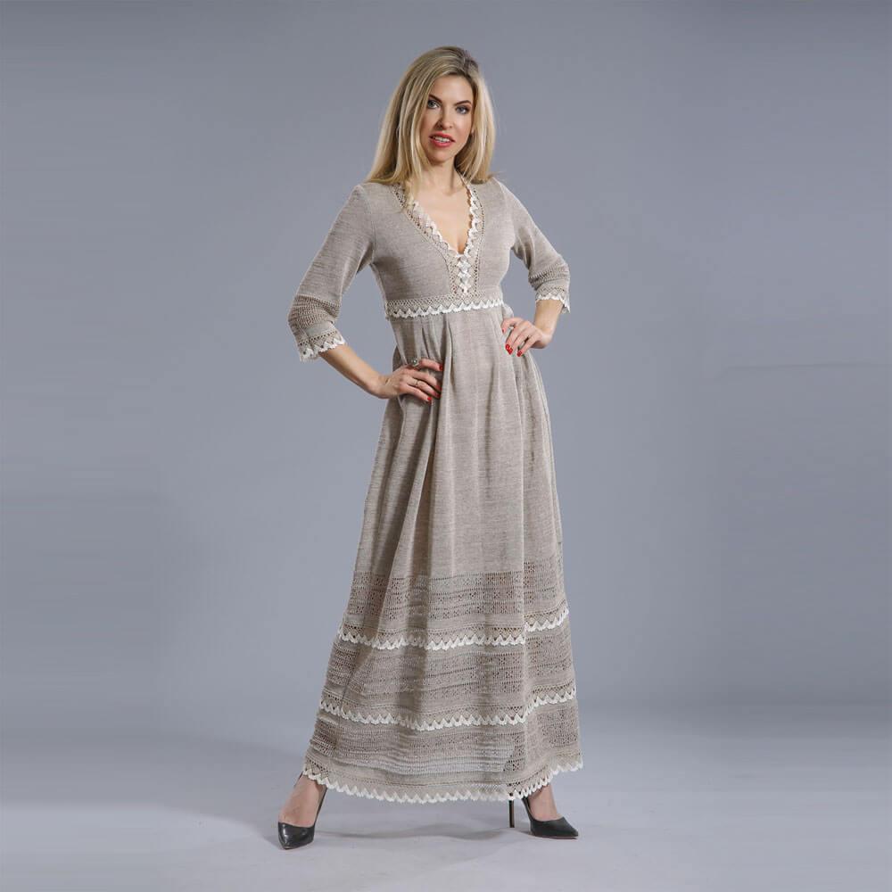 Льняное платье-сарафан с кружевами