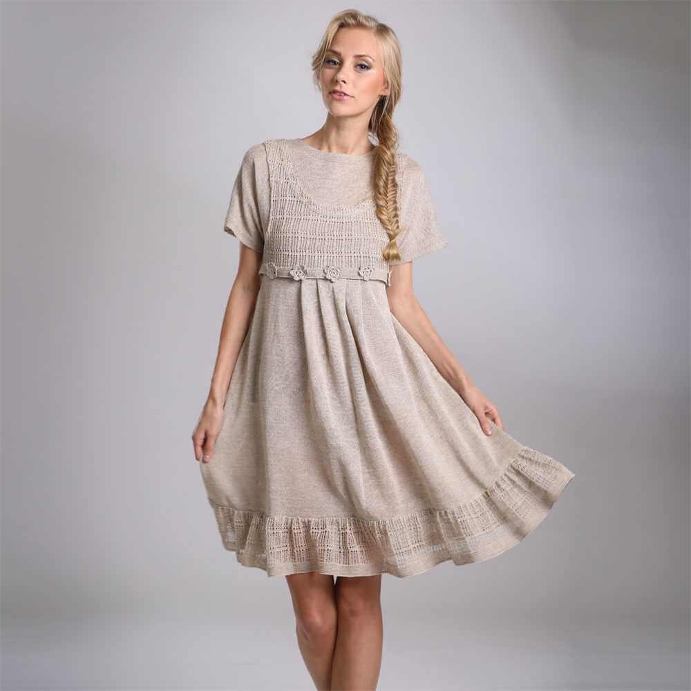 Льняное платье-сарафан по колено с кружевами
