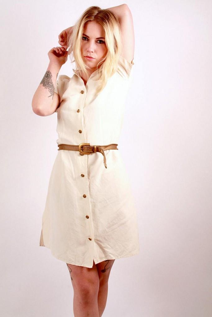 Бежевое платье рубашка из льна