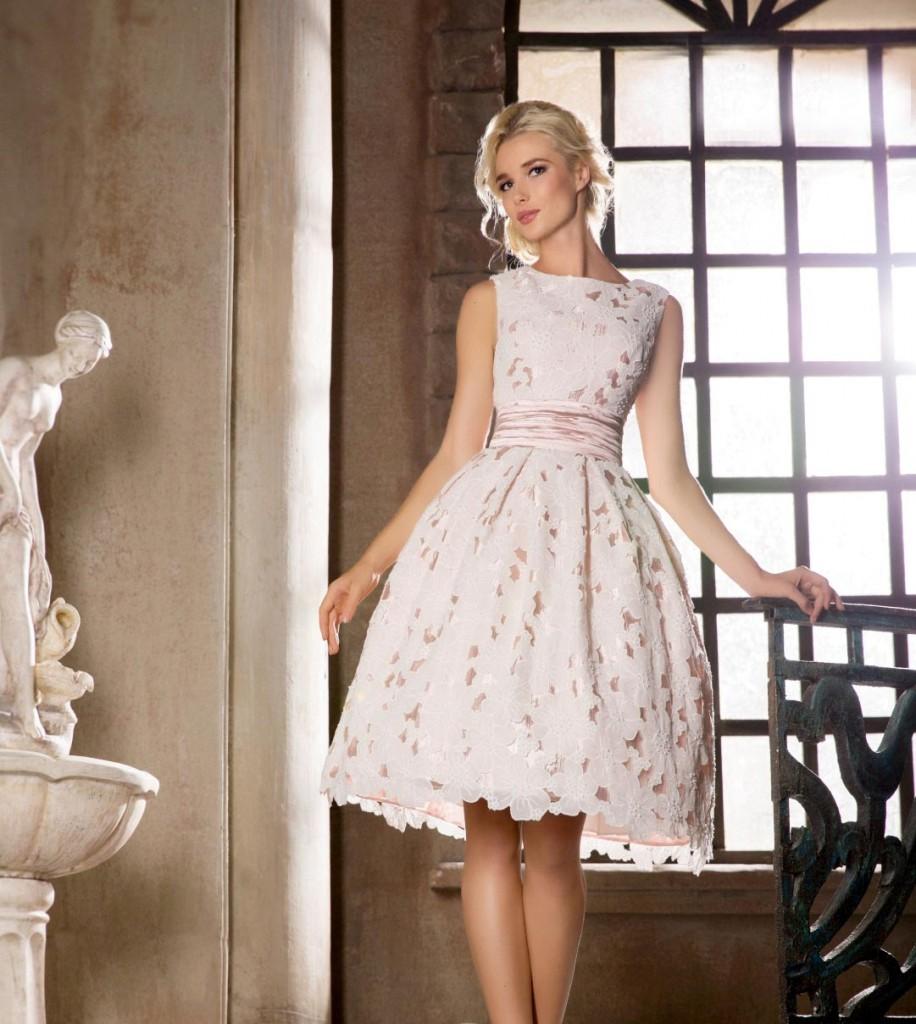 Свадебное платье с пышной юбкой в стиле нью лук