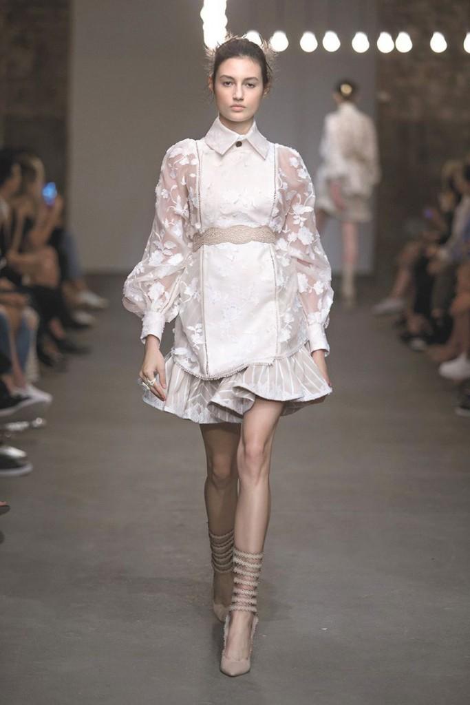 Белое платье в викторианском стиле