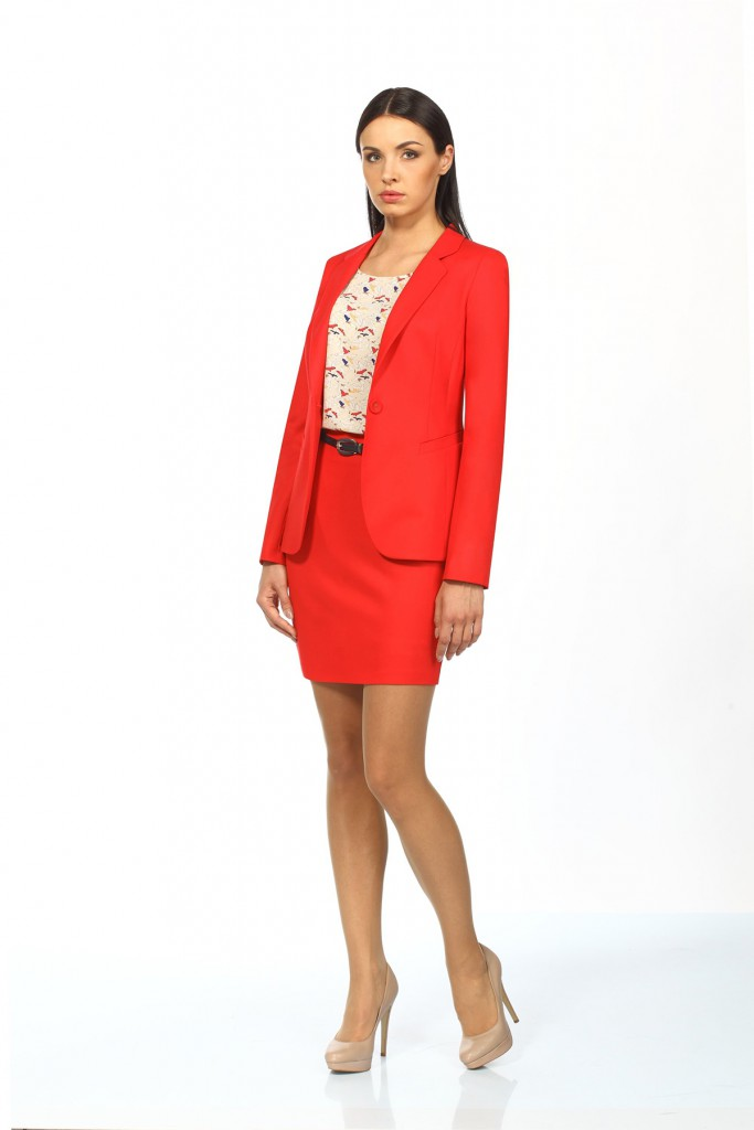 Красный пиджак с юбкой