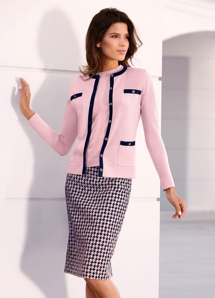 Офисная юбка и розовый жакет