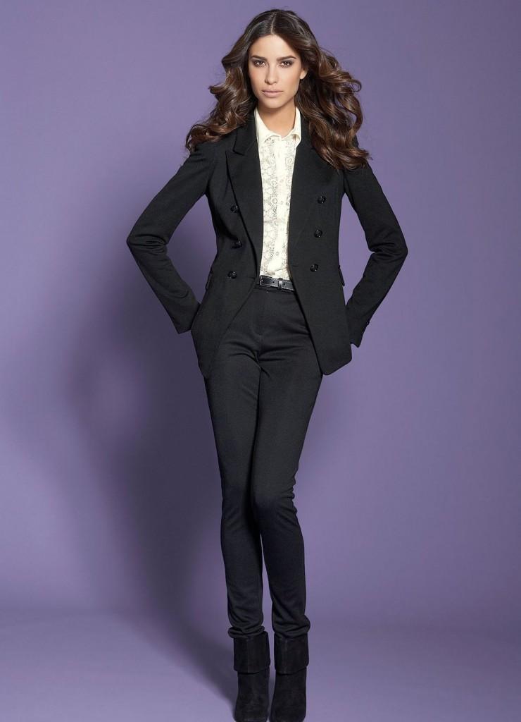Строгий черный женский брючный костюм с пиджаком
