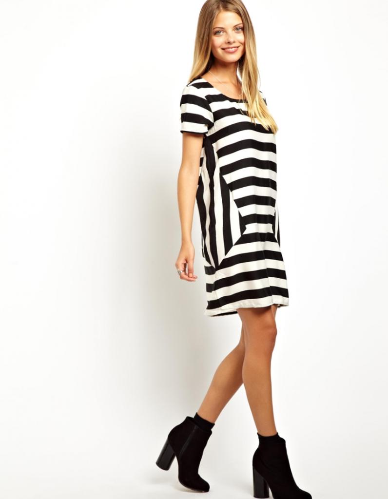 Модное полосатое платье-футболка