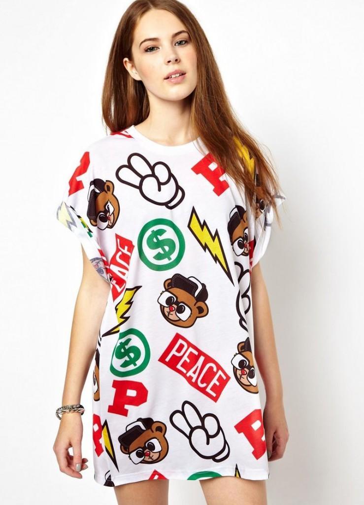 Модное яркое платье-футболка