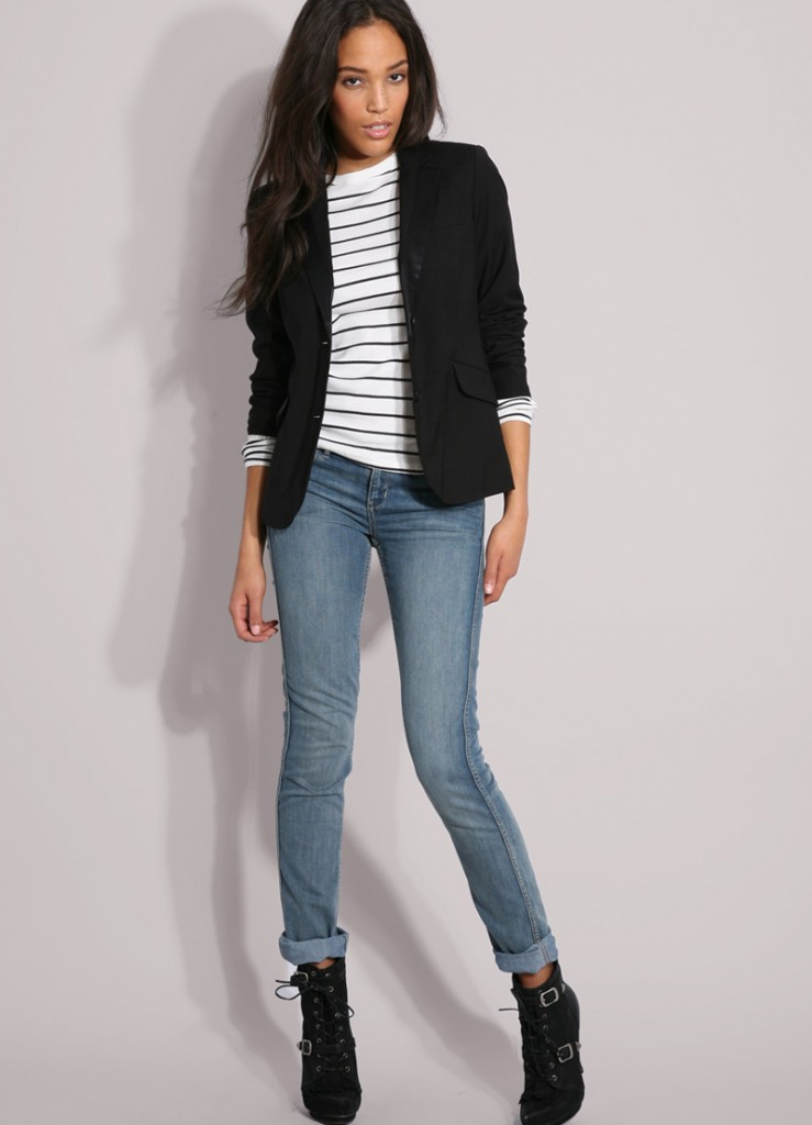 Женские джинсы и жакет в стиле casual