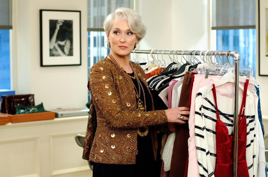 Базовый гардероб для женщины 50 лет: элегантные фасоны одежды и украшения