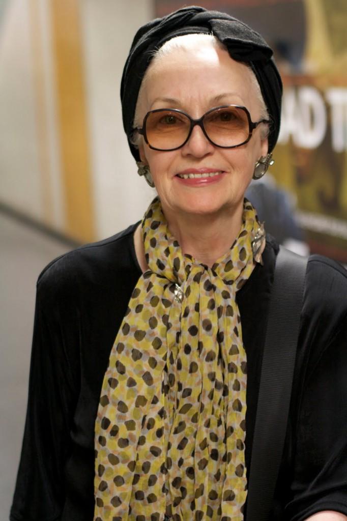 Стильный шарф для женщины 50 лет