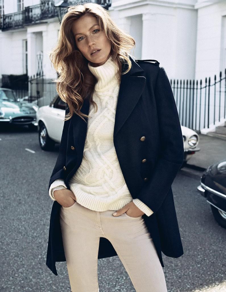 Пальто темное в гардеробе женщины 30 лет