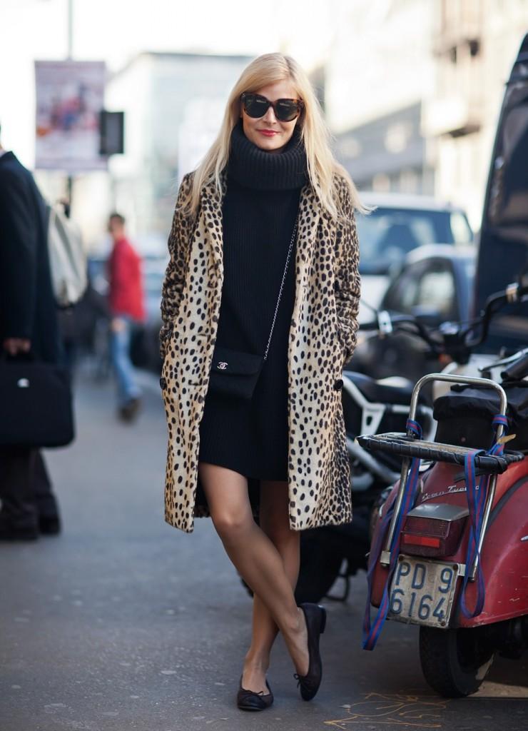 Леопардовое пальто с черным платьем