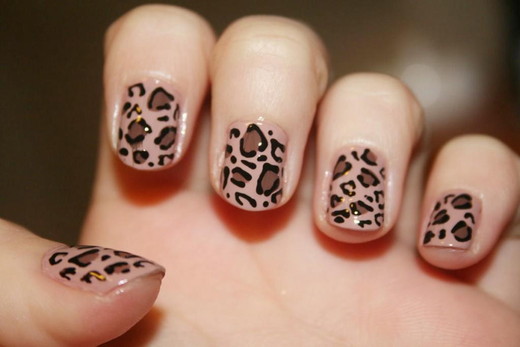 Леопардовый принт на ногтях