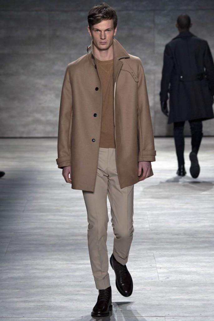 Светло-бежевые мужские брюки слаксы