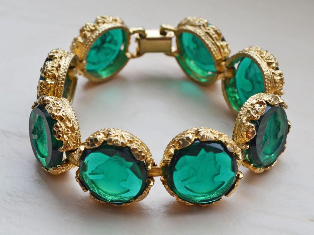 Элегантный винтажный браслет с зеленым стеклом