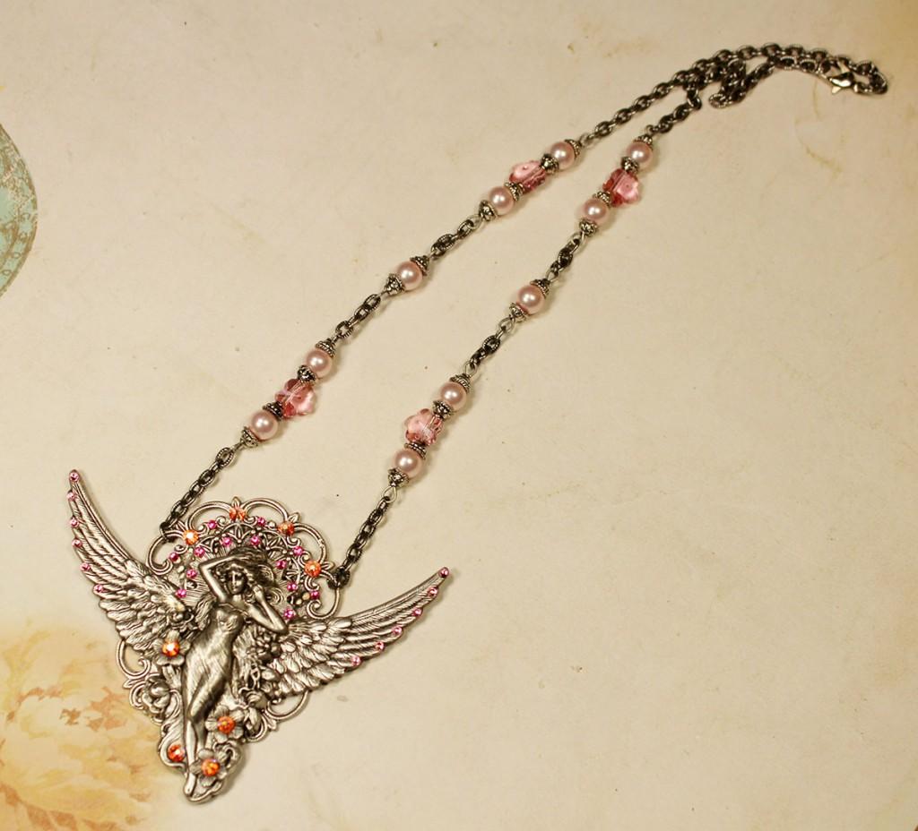 Винтажное золотистое колье с подвеской ангел