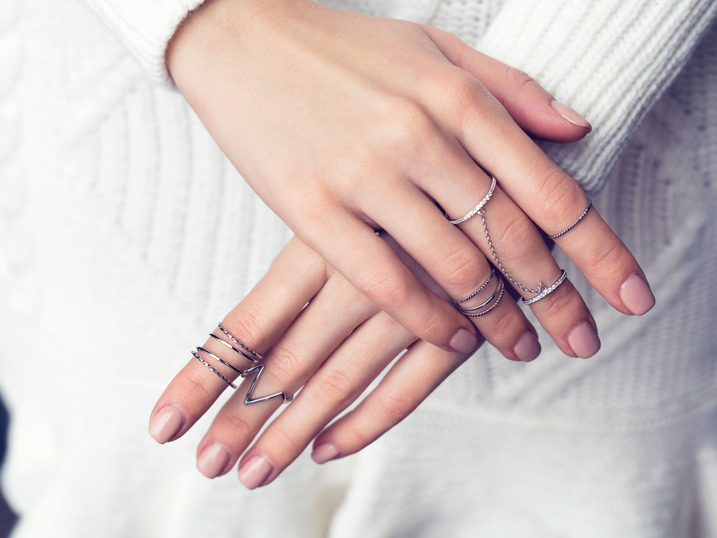 люди кольца на все фаланги пальцев фото класс дружный