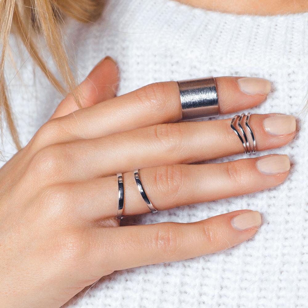 Три серебристых кольца на фаланги пальцев