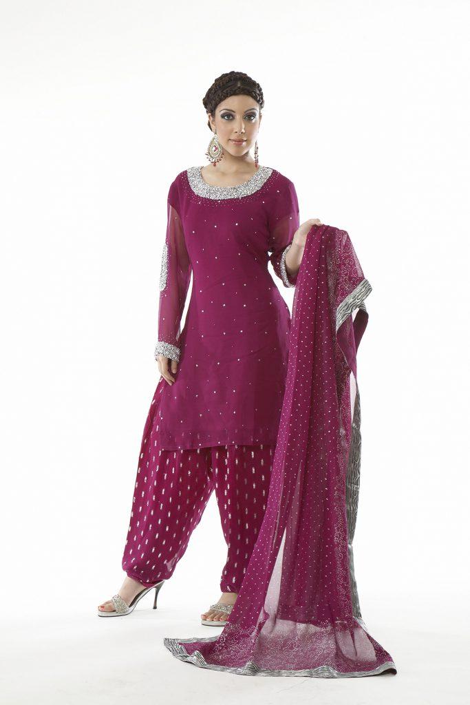 Красивый сиреневый индийский женский костюм