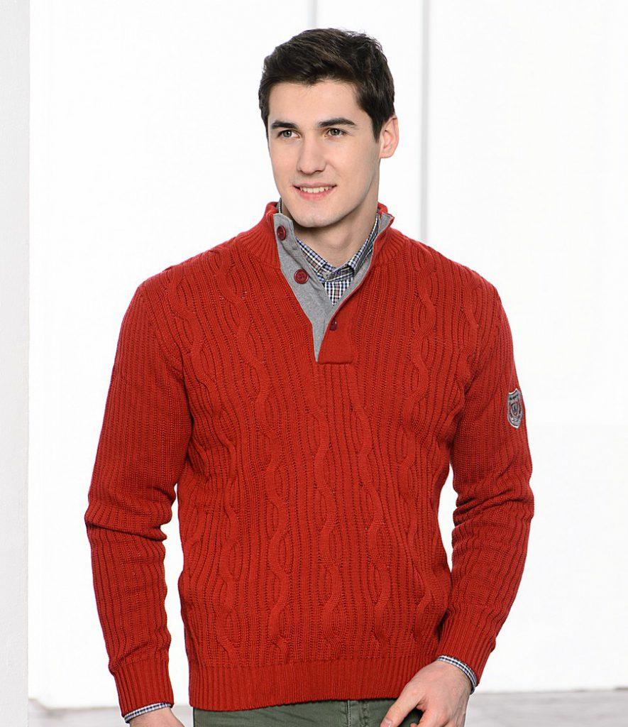 Красный мужской свитер