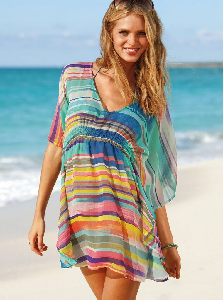 Яркое полосатое пляжное платье