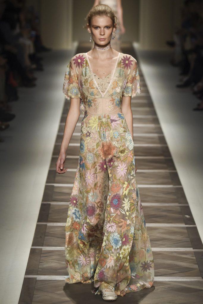 Кремовое полупрозрачное летнее платье