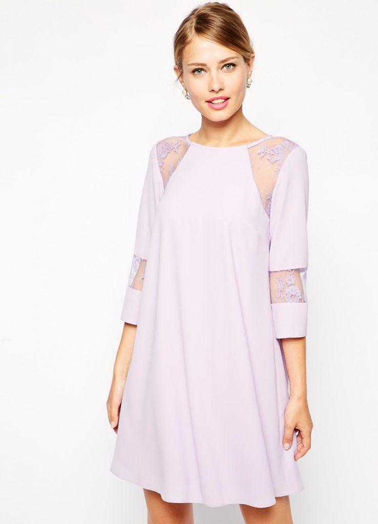 Сиреневое платье с кружевными вставками