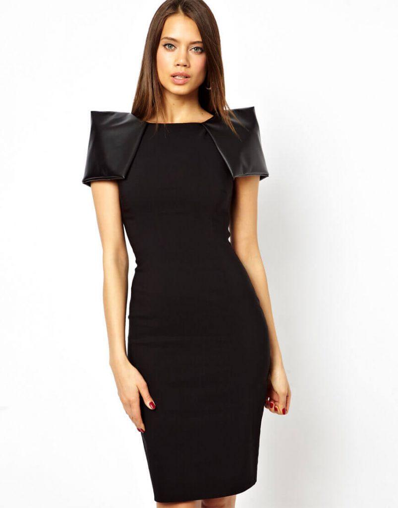 Черное платье с кожаными плечами