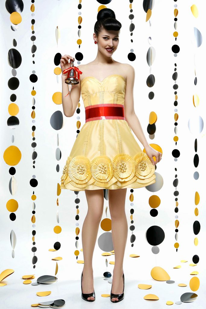 Модное желтое платье в ретро стиле