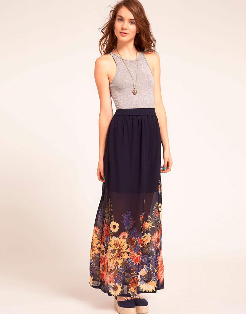 Темная юбка с цветочным принтом