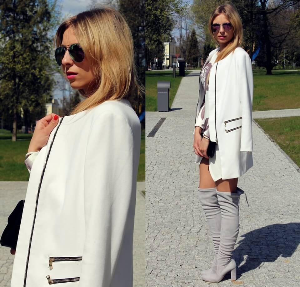 Белое пальто с серыми сапогами