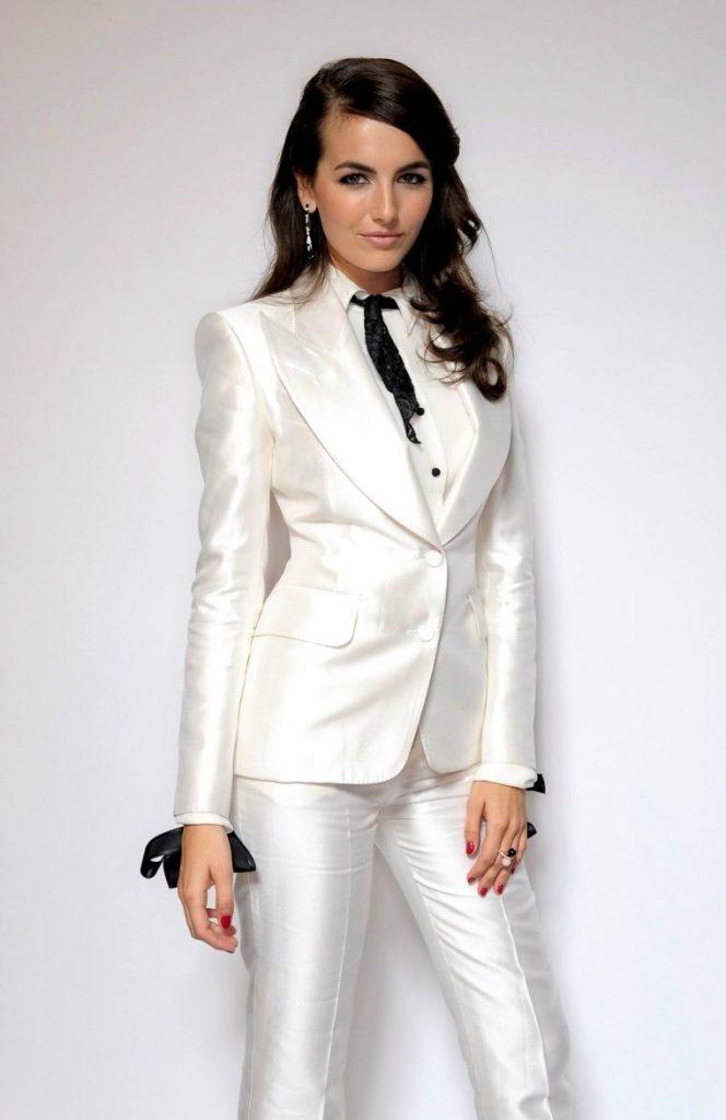 Белый женский костюм