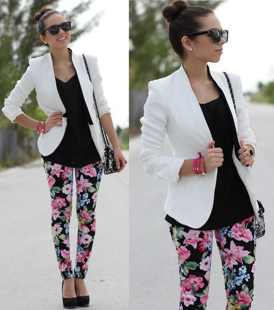 Цветочные брюки с белым пиджаком