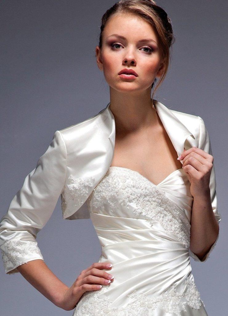 Атласная белая свадебная накидка