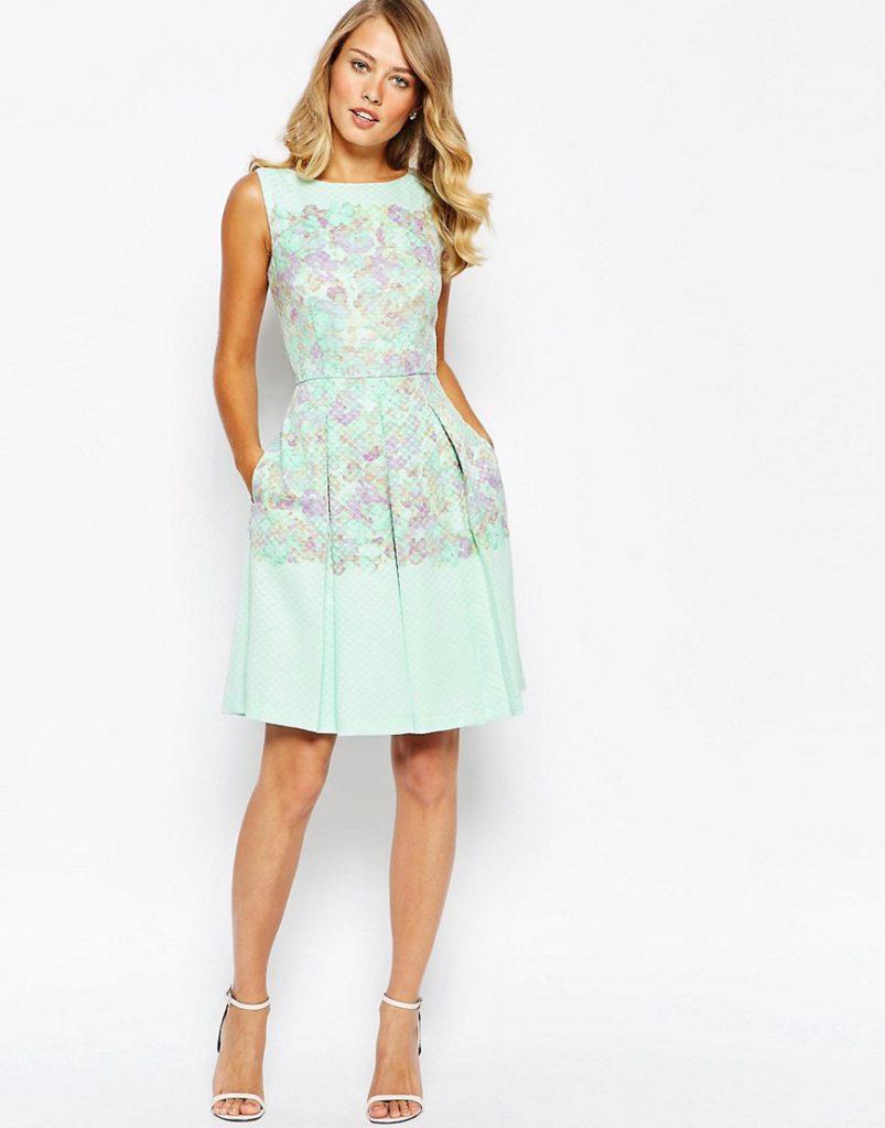 Мятное цветочное платье с цветочным принтом