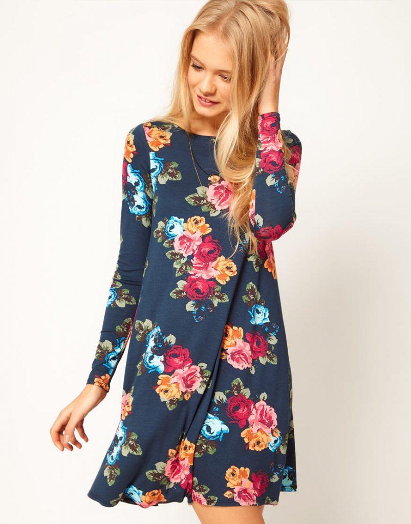 Темно-синее летнее платье с цветочным принтом