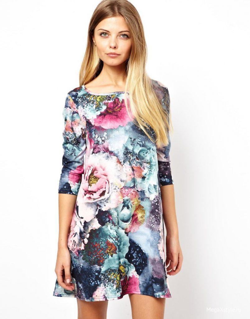 Короткое яркое цветочное платье