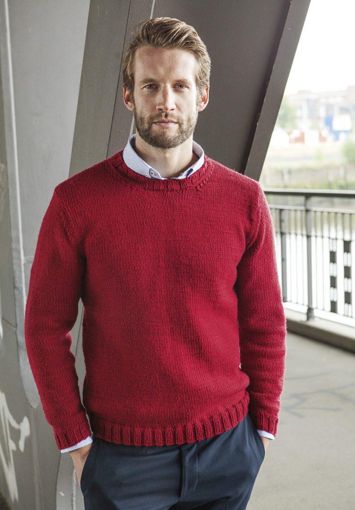Красный мужской пуловер с сиреневой рубашкой