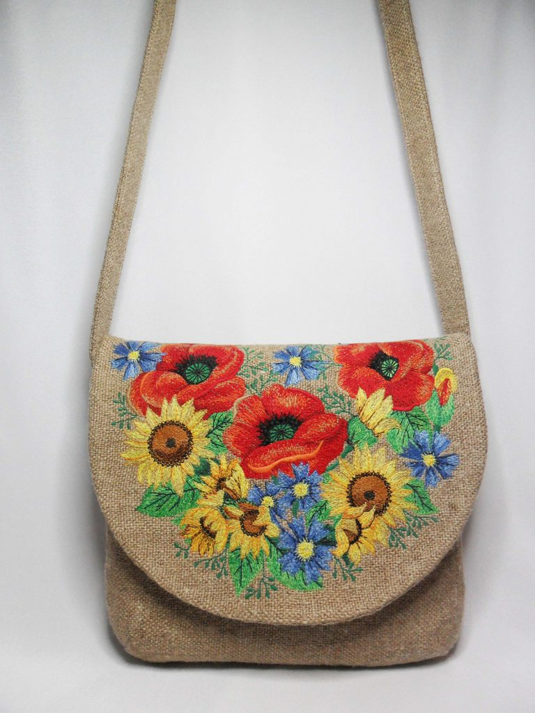 Льняная сумка с цветочной вышивкой