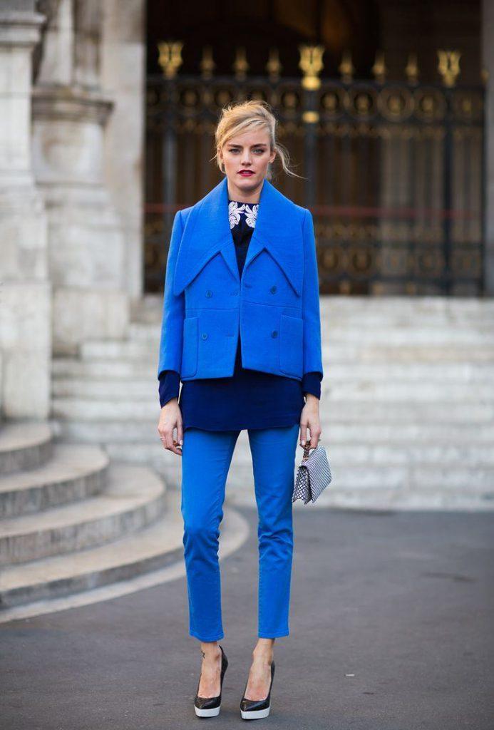 Сочетание синего и темно-синего в одежде