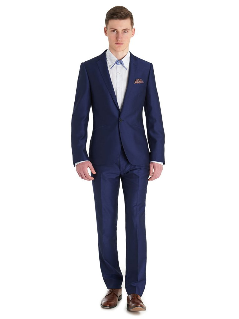 Темно-синий мужской костюм