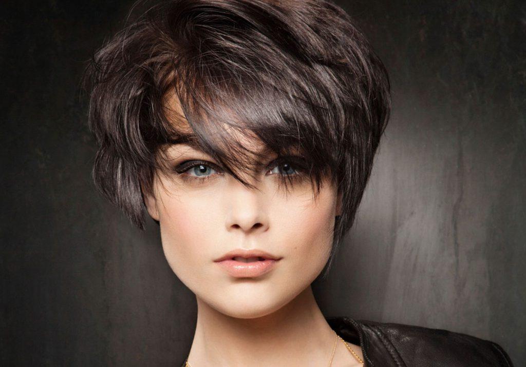 Короткая стрижка на тонкие черные волосы