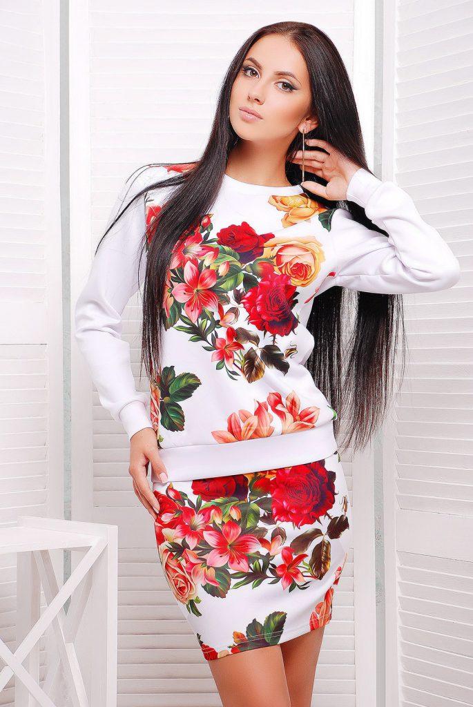 Цветочный комплект из кофты и мини-юбки