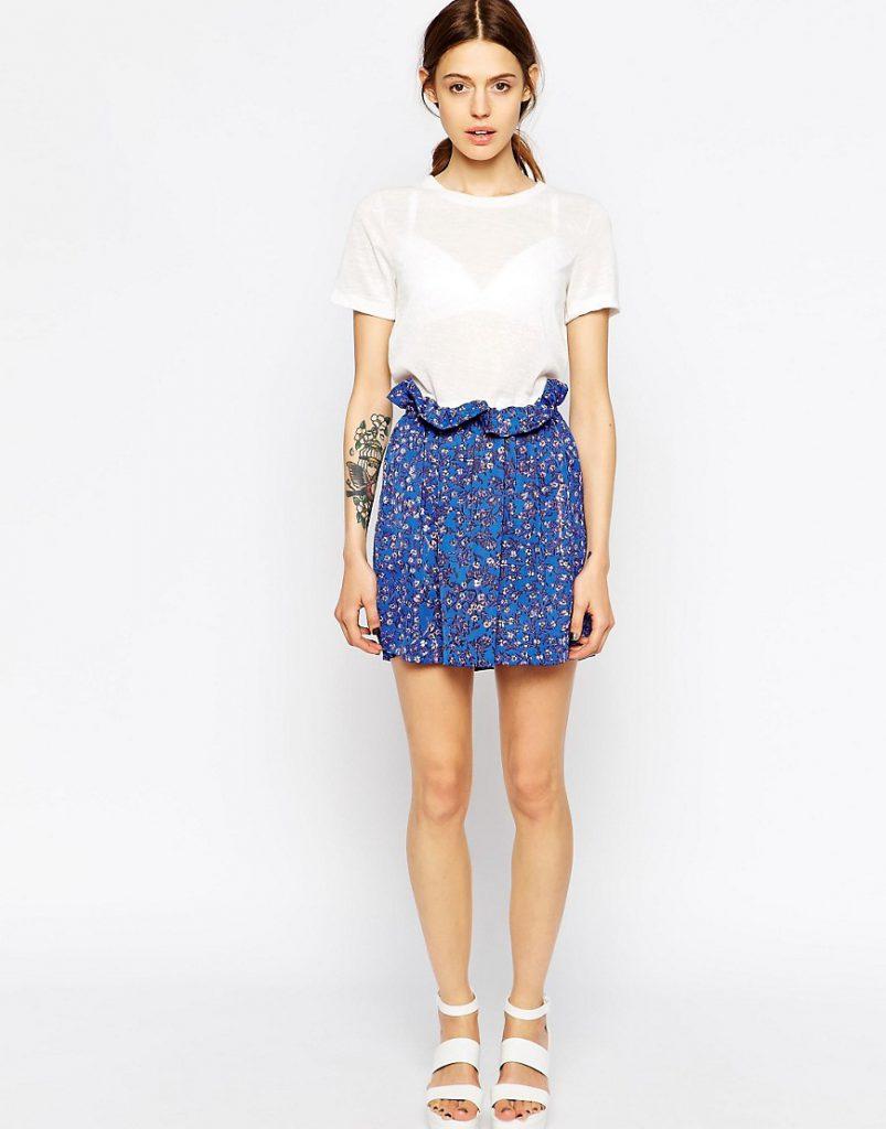 Синяя мини-юбка с цветочным принтом