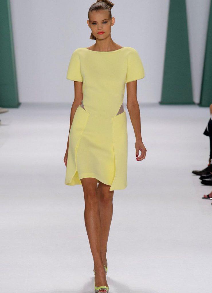 Бледно-желтое платье