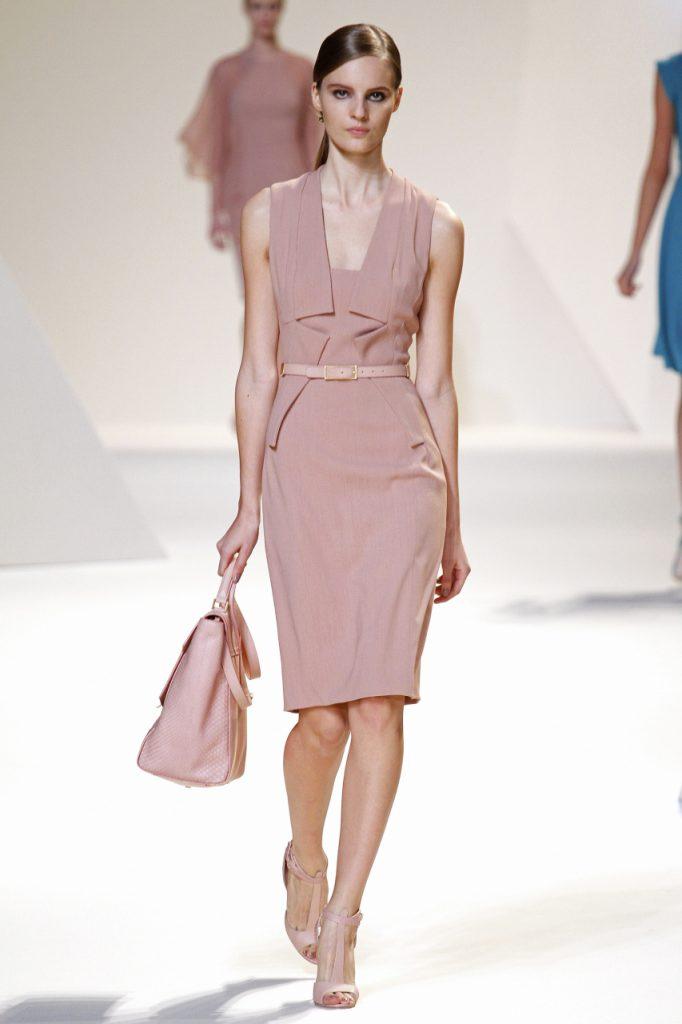 Бежево-розовое модное платье