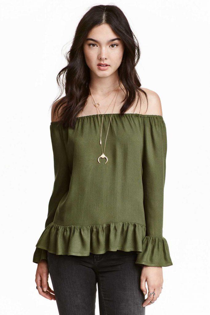 Блузка цвета хаки с длинными рукавами и открытыми плечами