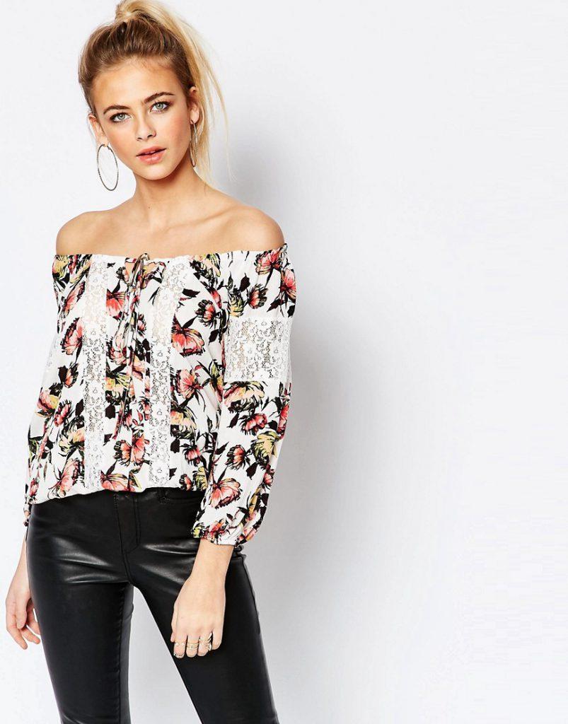 Блузка с цветочным рисунком, длинными рукавами и открытыми плечами
