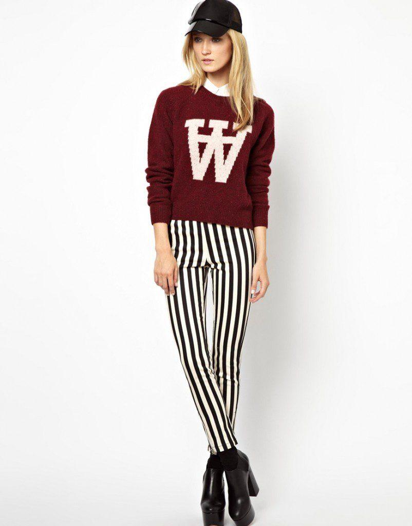 Бордово-белая кофта с полосатыми брюками