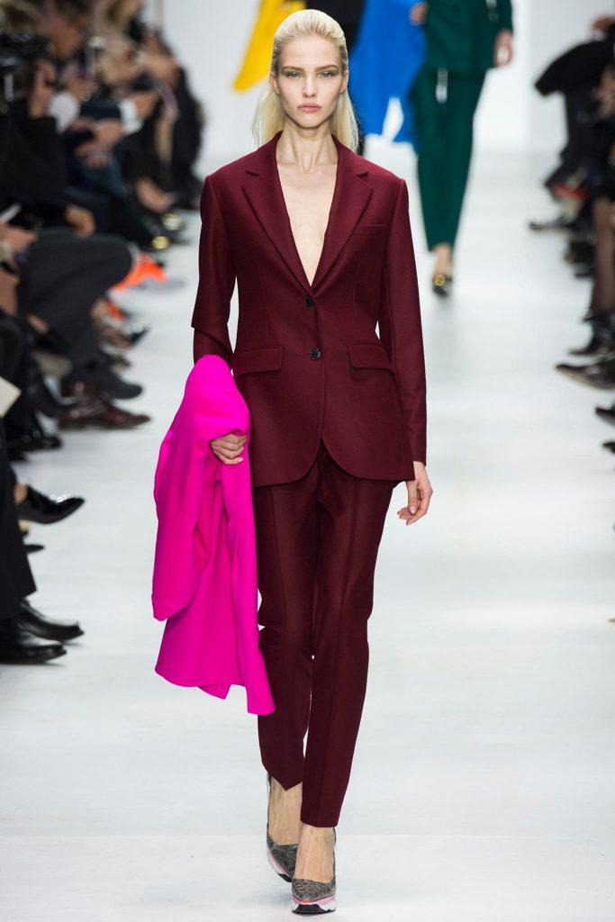 Бордовый стильный женский костюм